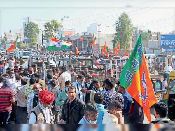 जीत के साथ ही बढ़ते रहे भाजपा के झंडे - Dainik Bhaskar