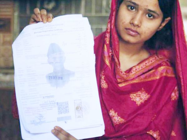 यह फोटो 14 अप्रैल 2019 की है। इसमें नजर आ रही लड़की का नाम महक लियाकत है। इस ईसाई लड़की की शादी जबरदस्ती चीनी पुरुष से कराई गई थी। महक को उस व्यक्ति ने घर से निकाल दिया। पाकिस्तान में हजारों लड़कियां हर साल इस नाइंसाफी का शिकार होती हैं। - Dainik Bhaskar