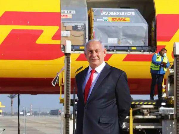 बुधवार को फाइजर-बायोएनटेक की पहली खेप तेल अवीव पहुंची। इजराइल के प्रधानमंत्री बेंजामिन नेतन्याहू खुद इसे रिसीव करने पहुंचे। देश में 27 दिसंबर से वैक्सीनेशन शुरू होगा।