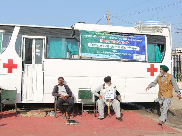बीमारों के लिए एंबुलेंस की व्यस्था भी लोकल लोगों ने की है। ढाबों ने पार्किंग में आंदोलनकारियों के आराम के लिए पंडाल लगाए हैं।