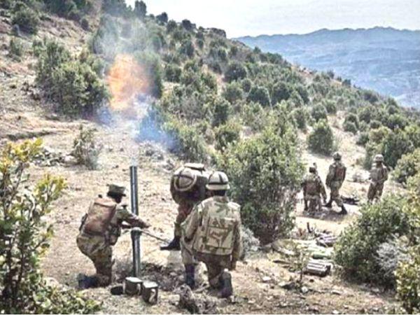 LoC पर पुंछ सेक्टर में पाकिस्तान ने गुरुवार और शुक्रवार की दरमियानी रात भारी हथियारों से फायरिंग की। जवाबी कार्रवाई में भारतीय सेना ने उसके पांच सैनिक मार गिराए। (फाइल फोटो) - Dainik Bhaskar
