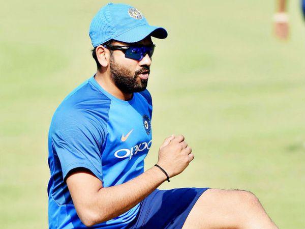 रोहित आखिरी बार नवंबर में IPL 2020 फाइनल में मुंबई की तरफ से मैदान पर उतरे थे। (फाइल फोटो) - Dainik Bhaskar
