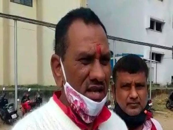 रिम्स में लालू से मिलने पहुंचे इस्लामपुर विधायक राकेश रोशन। - Dainik Bhaskar