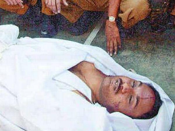 जैश-ए-मोहम्मद के आतंकी गाजी बाबा को BSF ने 10 घंटे चले एनकाउंटर के बाद मार गिराया। गाजी बाबा संसद हमले का मुख्य आरोपी था।