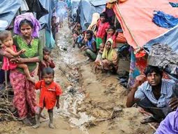 इन शरणार्थियों को जबरन द्वीप पर भेजने के खिलाफ कुछ मानवाधिकार समूहों ने इस पर सवाल उठाएं हैं। - Dainik Bhaskar