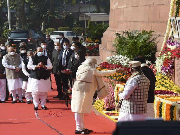 संसद भवन के कैंपस में हुए प्रोगाम में PM नरेंद्र मोदी ने शहीदों को श्रद्धांजलि दी। - Dainik Bhaskar