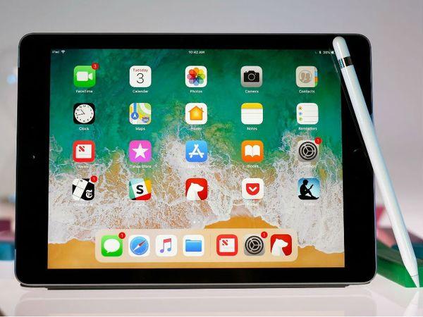 अपडेटेड हार्डवेयर के बावजूद, एपल का लक्ष्य है कि आईपैड 9 की कीमत कम रखी जाए। (डेमो इमेज) - Dainik Bhaskar