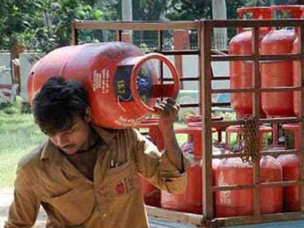 इसके पहले अंतिम बार 14.2 किलोग्राम वाले रसोई गैस सिलेंडर के दाम में जुलाई 2020 को 4 रुपए की बढ़ोतरी की गई थी - Dainik Bhaskar