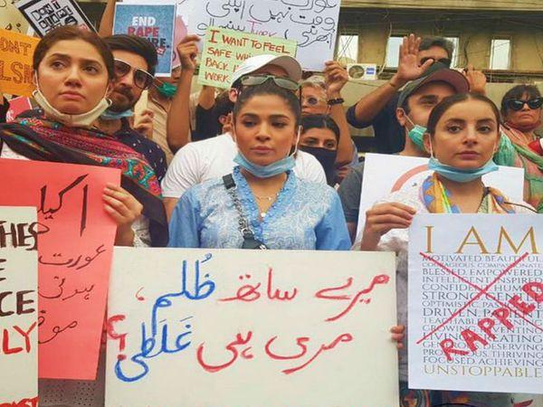 सितंबर में लाहौर के पास गैंगरेप की घटना के बाद पाकिस्तान में विरोध-प्रदर्शन हुए थे। इसके बाद से सरकार पर सख्त कानून बनाने का दबाव था। - फाइल फोटो - Dainik Bhaskar