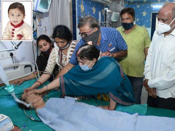 ढाई साल का जश खेल रहा और इसी दौरान सीढ़ियों से गिरकर बेहोश हो गया। डॉक्टरों ने जांच की तो पता चला कि वो ब्रेन डेड है। - Dainik Bhaskar