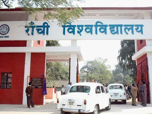 मंगलवार देर शाम सीएम ने आपदा प्रबंधन विभाग के साथ बैठक की थी। इसमें कुछ शर्तों के साथ अब 10वीं और 12वीं की कक्षाएं जल्द शुरू करने पर सहमति बनी थी। (फाइल) - Dainik Bhaskar