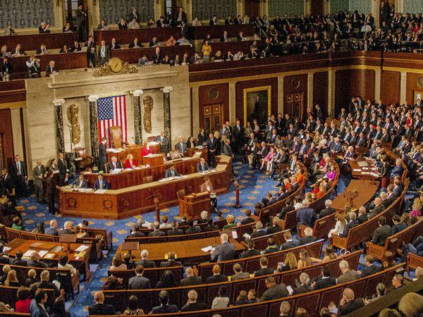फोटो अमेरिकी संसद की कार्यवाही का है। यहां भारत-चीन के तनाव को खत्म करने वाला रिजोल्यूशन मंगलवार को पास हुआ। अब यह राष्ट्रपति की मंजूरी के बाद कानून बन सकता है।- फाइल फोटो - Dainik Bhaskar