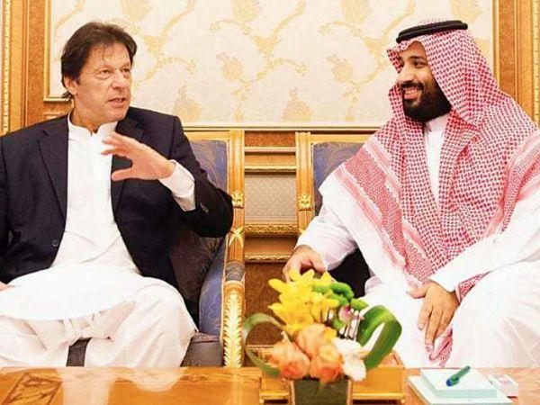 पाकिस्तान के प्रधानमंत्री इमरान खान अक्टूबर 2018 में सऊदी अरब के दौरे पर गए थे। उन्होंने सऊदी अरब के प्रिंस सलमान से रियाद में मुलाकात की थी। तब सऊदी अरब ने पाकिस्तान में 2 अरब डॉलर के निवेश का भरोसा दिलाया था। अब यह मामला ठंडे बस्ते में चला गया है। - Dainik Bhaskar