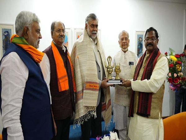 केंद्रीय संस्कृति और पर्यटन मंत्री दो  दिन के प्रवास पर रायपुर पहुंचे हैं। - Dainik Bhaskar