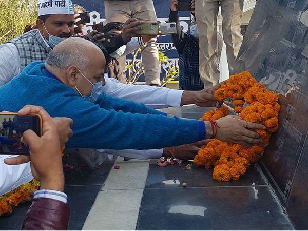 मुजफ्फरनगर पहुंचे डिप्टी सीएम मनीष सिसोदिया ने उत्तराखंड शहीद स्मारक पर शहीदों को दी श्रद्धांजलि। - Dainik Bhaskar