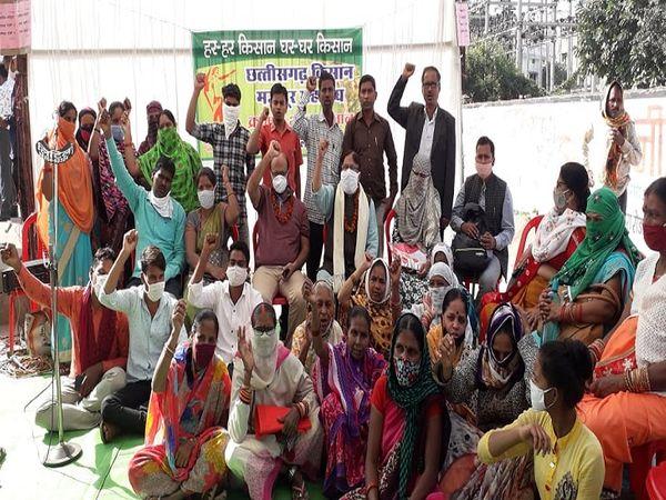 दिल्ली की सीमाओं पर जमा किसानों के समर्थन में रायपुर का क्रमिक अनशन 14 दिसम्बर से शुरू हुआ है। - Dainik Bhaskar