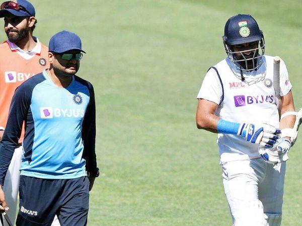 बल्लेबाजी करते हुए शमी को पैट कमिंस की बॉल दाहिने हाथ की कलाई पर लगी। इसके बाद वे रिटायर्ड हर्ट हो गए। - Dainik Bhaskar