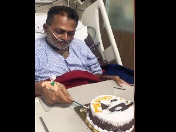 बर्थडे पर केक काटते हुए 47 साल के चिंतेश कणियावाला। उनकी हालत इनती बिगड़ गई थी कि 50 दिन ऑक्सीजन सपोर्ट पर रहे थे। - Dainik Bhaskar