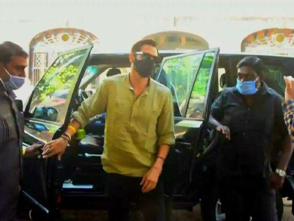 NCB ऑफिस पहुंचे अर्जुन रामपाल। इससे पहले 13 नवंबर को वे NCB के सामने पहली बार पेश हुए थे। - Dainik Bhaskar
