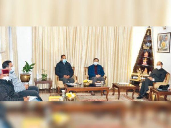 सरकार और संगठन समन्वय की बैठक की अध्यक्षता करते मुख्यमंत्री जयराम ठाकुर - Dainik Bhaskar