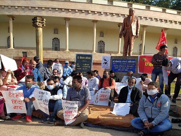 वामपंथी राजनीतिक और जनसंगठन भी लगातार कृषि कानूनों का विरोध कर रही हैं।
