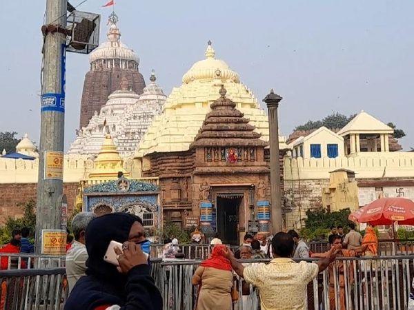 मंदिर प्रशासक समिति व जिला प्रशासन की तरफ से कोविड नियम-कायदे का पालन करते हुए भक्त मंदिर जा पाएंगे। - Dainik Bhaskar
