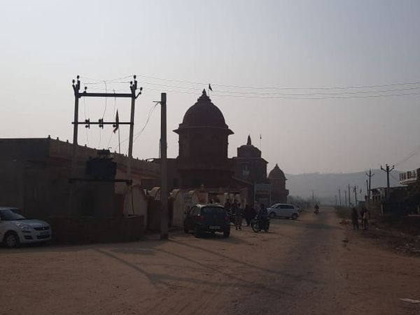 बर्फानी दादा का मेहंदीपुर बालाजी स्थित आश्रम।