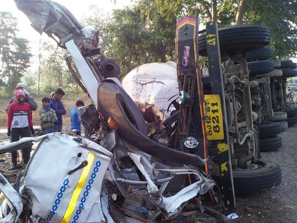 हादसे में टैंकर का आगे का हिस्सा पूरी तरह क्षतिग्रस्त हो गया। - Dainik Bhaskar