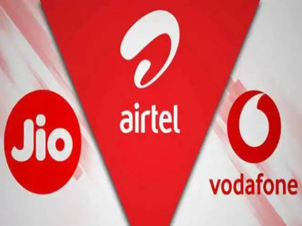 वायरलाइन सेगमेंट में अक्टूबर में रिलायंस जियो से सबसे ज्यादा 2,45,912 ग्राहक जुड़े हैं। - Money Bhaskar