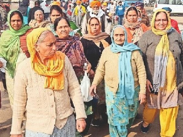 हरियाणा के घरौंडा से 13 महिलाओं का जत्था कुंडली बॉर्डर पर पहुंचा है। - Dainik Bhaskar