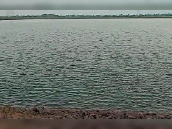 ग्रेसिम का जलवाल तालाब जिस जमीन पर बना उसे अवैध माना - Dainik Bhaskar