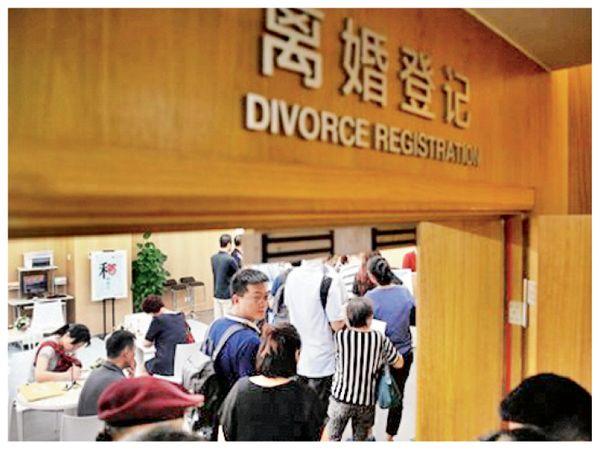 चीन में 1 जनवरी 2021 से पहला सिविल कोड लागू हो रहा है। इसे इसी साल मई में चीन की संसद ने मंजूरी दी थी। - Dainik Bhaskar