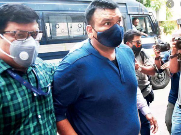 मुंबई पुलिस ने BARC के पूर्व CEO पार्थो दासगुप्ता (55) को गुरुवार को पुणे से गिरफ्तार किया था। शुक्रवार को उन्हें कोर्ट में पेश किया गया। - Dainik Bhaskar