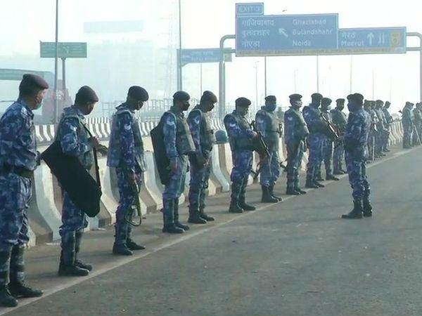 किसानों के प्रदर्शन को देखते हुए दिल्ली-यूपी बॉर्डर पर सुरक्षा बढ़ाई गई है।