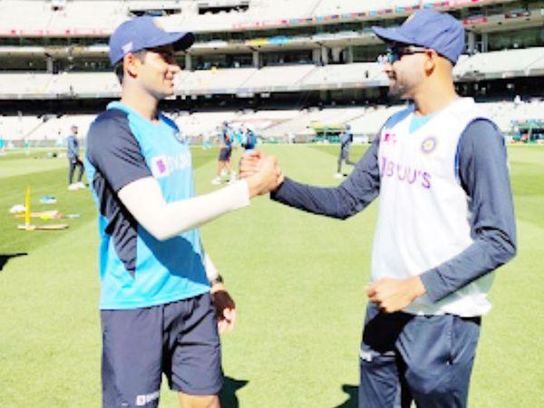 बॉक्सिंग डे टेस्ट में टीम इंडिया की ओर से मोहम्मद सिराज और शुभमन गिल ने टेस्ट में डेब्यू किया। सिराज ने डेब्यू टेस्ट में पहला विकेट मार्नस लाबुशेन का लिया। लाबुशेन का कैच गिल ने पकड़ा। यह गिल के लिए भी डेब्यू टेस्ट में पहला कैच रहा। - Dainik Bhaskar