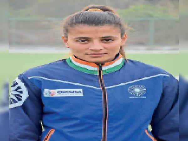 ओलिंपिक में क्वालीफाई करने वाली इंडियन हॉकी टीम की खिलाड़ी शर्मिला गोदारा। - Dainik Bhaskar