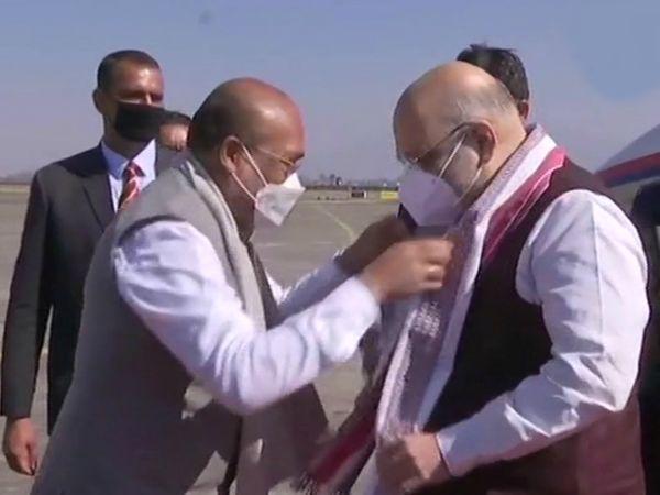 इम्फाल पहुंचने पर राज्य के मुख्यमंत्री एन बीरेन सिंह ने शाह का स्वागत किया।