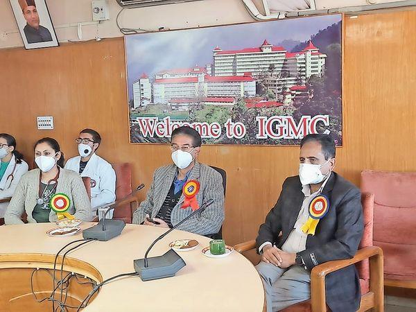 पेन एंड पाॅलिएटिव केयर कि नेशनल कॉन्फ्रेंस के दौरान मौजूद चिकित्सक। - Dainik Bhaskar