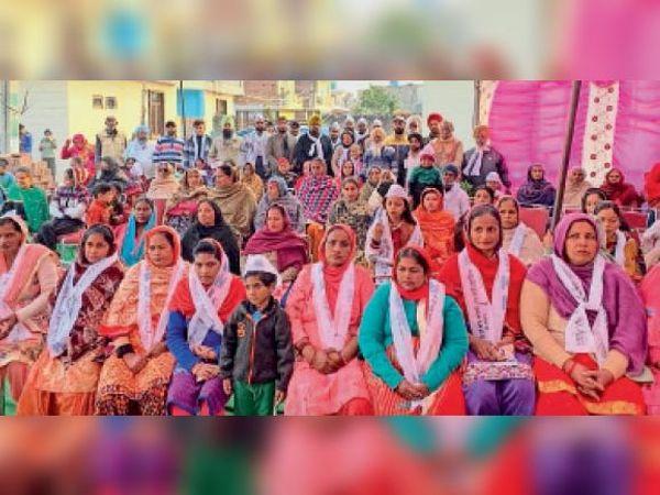 भांखरपुर में विरोधी पार्टियों से दर्जनों परिवार आप में शामिल हुए । - Dainik Bhaskar