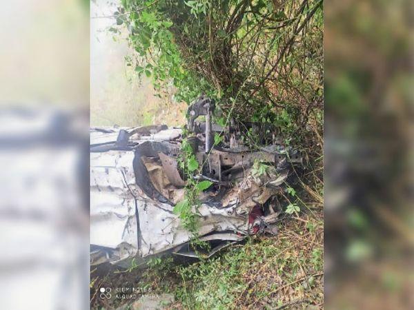 चायली में एक कार के खाई में गिरने से होटल कारोबारी की मौत हो गई। - Dainik Bhaskar