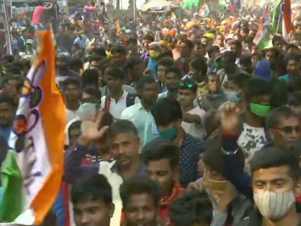 ममता की रैली के दौरान TMC कार्यकर्ताओं और समर्थकों का हुजूम नजर आया।
