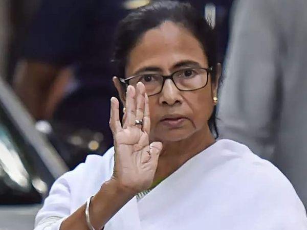 बंगाल की मुख्यमंत्री ममता बनर्जी ने तीनों अफसरों को रिलीव करने से इनकार कर दिया था। - Dainik Bhaskar