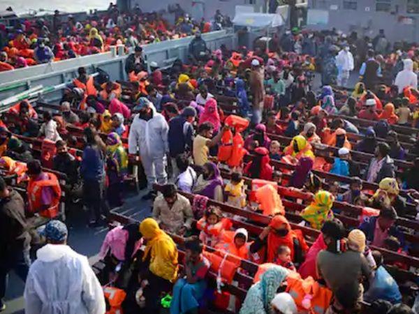 चटगांव के बंदरगाह से पांच जहाजों के जरिए भासन चार द्वीप ले जाया गया। शरणार्थी तीन घंटे में वहां पहुंच गए। - Dainik Bhaskar