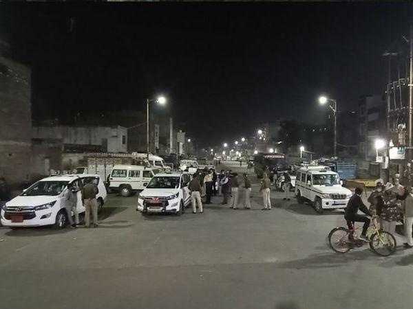 बेगमबाग इलाके में उपद्रव के बाद पुलिस ने स्थिति को काबू में किया था। (फाइल फोटो) - Dainik Bhaskar