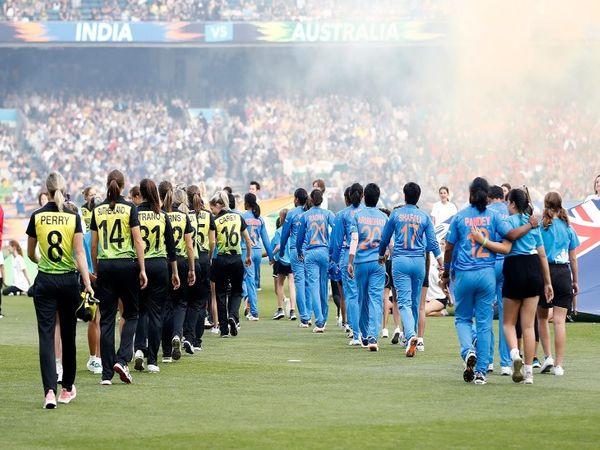 भारतीय वुमन्स टीम ने इस साल टी-20 के फाइनल में ऑस्ट्रेलिया से आखिरी बार भिड़ी थी। ऑस्ट्रेलिया ने  टीम इंडिया को हराकर पांचवी बार खिताब जीतने में सफल हुई। जबकि पहली बार भारतीय टीम फाइनल में पहुंची थी। - Dainik Bhaskar