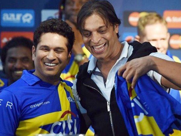सचिन तेंदुलकर और शोएब अख्तर नवंबर 2015 में एक चैरिटी टूर्नामेंट से पहले अमेरिका में एक साथ नजर आए थे। - Dainik Bhaskar