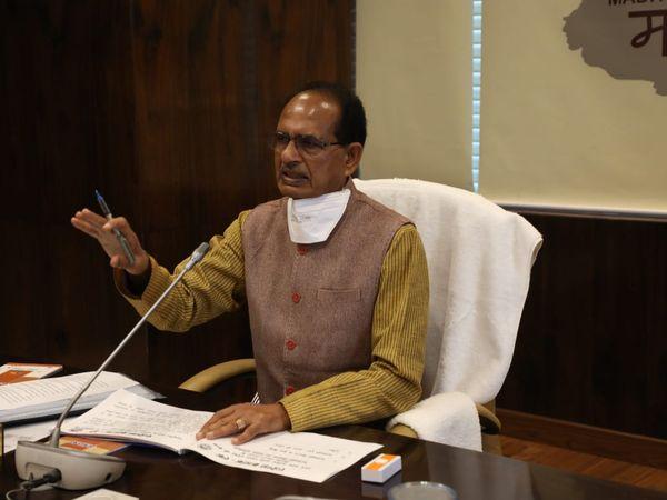 मुख्यमंत्री शिवराज सिंह चौहान नए साल में 5 संकल्पों को लेकर 2 जनवरी को मंत्रियों व अफसरों के साथ बैठक करेंगे। फाइल फोटो - Dainik Bhaskar