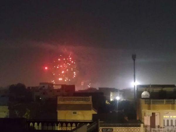 बीकानेर में नए साल के स्वागत में रात बारह बजे जमकर हुई आतिशबाजी - Dainik Bhaskar