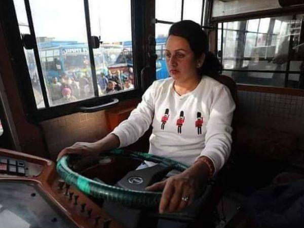 पिछले साल 23 दिसंबर को पूजा ने एक प्रोफेशनल ड्राइवर के रूप में अपने करियर की शुरुआत की।