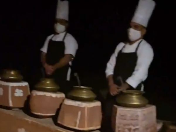 राजस्थान अंदाज में परोसा गया खाना।